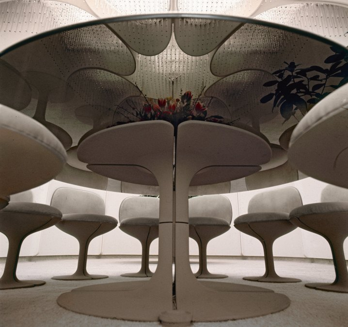 https://www.worldbuild365.com/media/news/design_exposition_pierre_paulin_centre_pompidou_salle_a_manger_du_palais_de_lelysee_en_1971-coulc_pierre_berdoy_-_mobilier_national_-_l.jpg